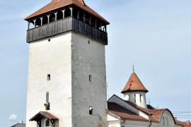 """Biserica poleită in aur !!! Cea mai veche biserică ortodoxă din Hunedoara, la fel de veche ca și Castelul Corvinilor. Cum au contribuit sârbii, grecii şi românii la ridicarea Bisericii """"Sfântul Nicolae"""""""